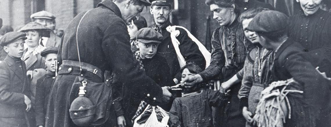 Militaires et civils au début de la guerre